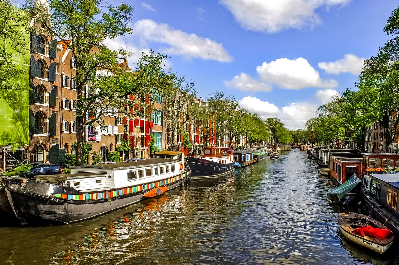 NETHERLANDS DELAYS LEGALISING ONLINE GAMBLING